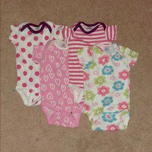 🔸KIDS 5/$20🔸 4-pk onesies for a baby girl